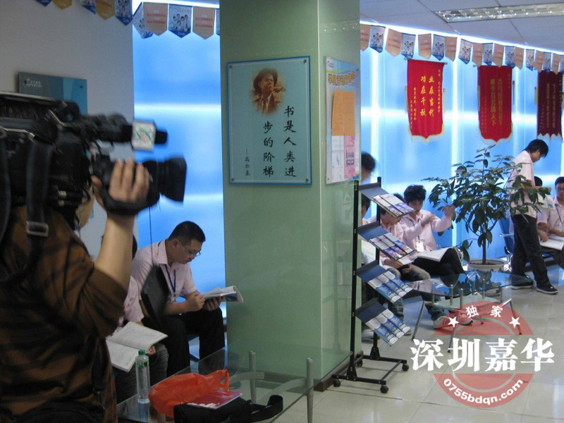 CCTV2摄制现场-学员课间阅览