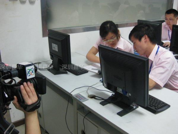 中央电视台CCTV2摄制现场-学员讨论技术问题