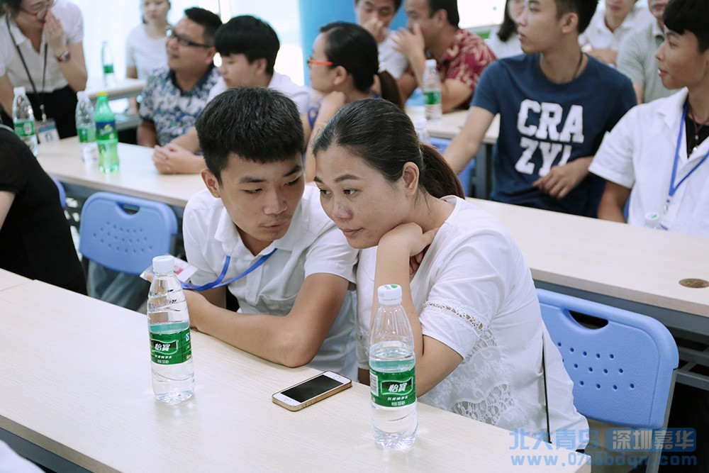 北大青鸟深圳嘉华T142班家长会顺利举行3