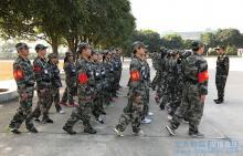 嘉华教育集团开展军事拓展训练  打造精英教师团队